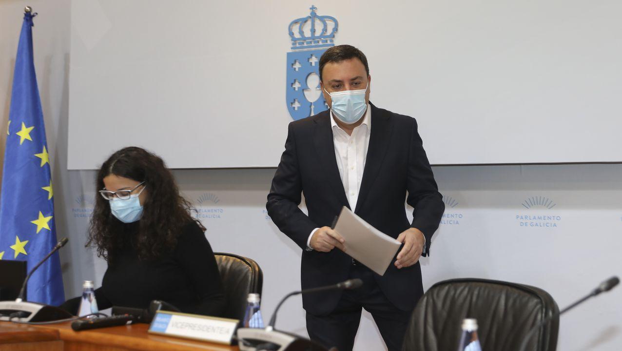 Ana Pontón: «Estes orzamentos boicotean a Galiza, son peores que os de Rajoy».La portavoz socialista, Adriana Lastra, y la portavoz nacional del Bloque, Ana Pontón, el 3 de enero, con el acuerdo para votar a favor de la investidura de Pedro Sánchez