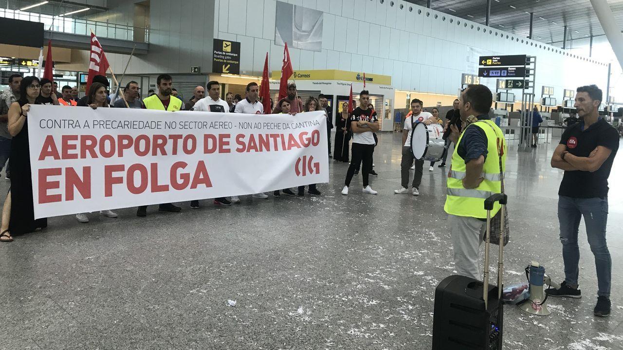 Temor a un aumento del paro en Canarias por la quiebra de Thomas Cook.El panel de salidas del Aeropuerto de Asturias se encuentra actualmente inactivo