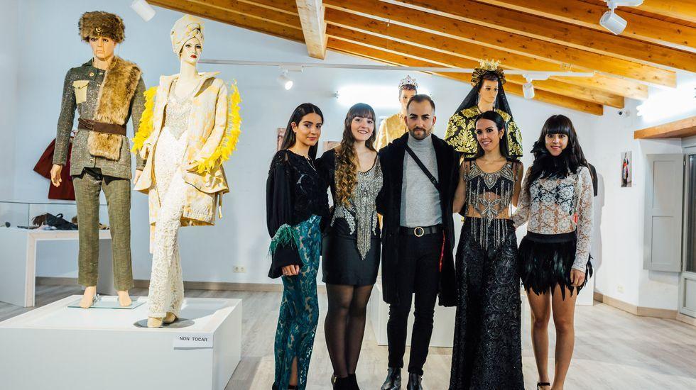 Jorge de Álvarez muestra sus colecciones de pasarela.La Favorita (en primer término) y Telégrafos (a la izquierda de la imagen) están siendo rehabilitadas