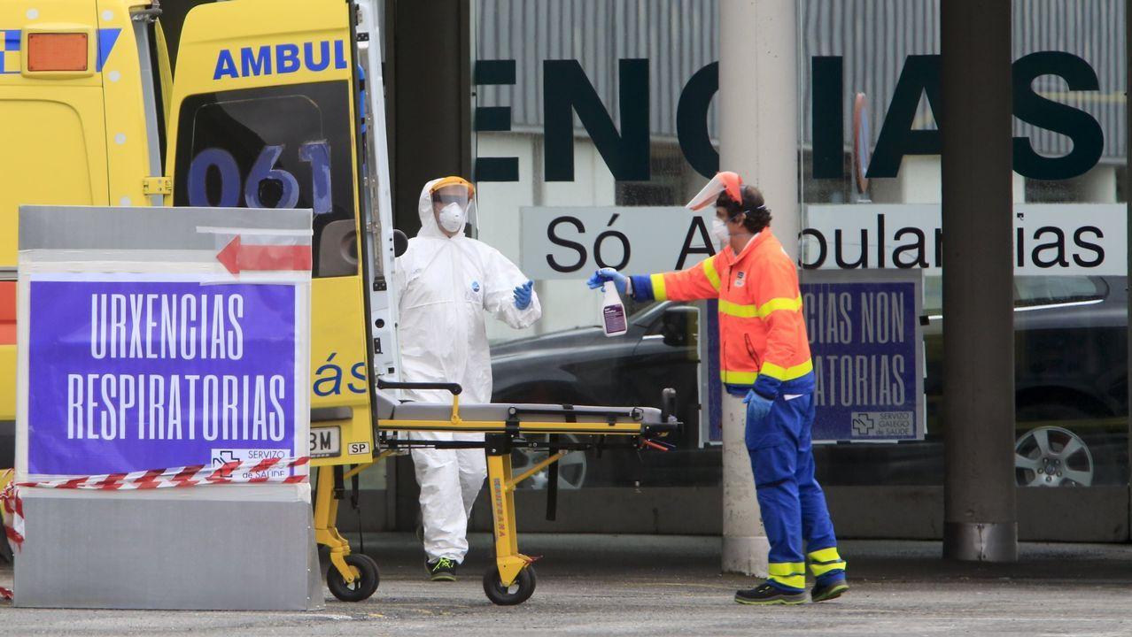 Los hospitalizados ascienden a 59, cinco de ellos en la uci del HULA. En la imagen, la entrada de urgencias