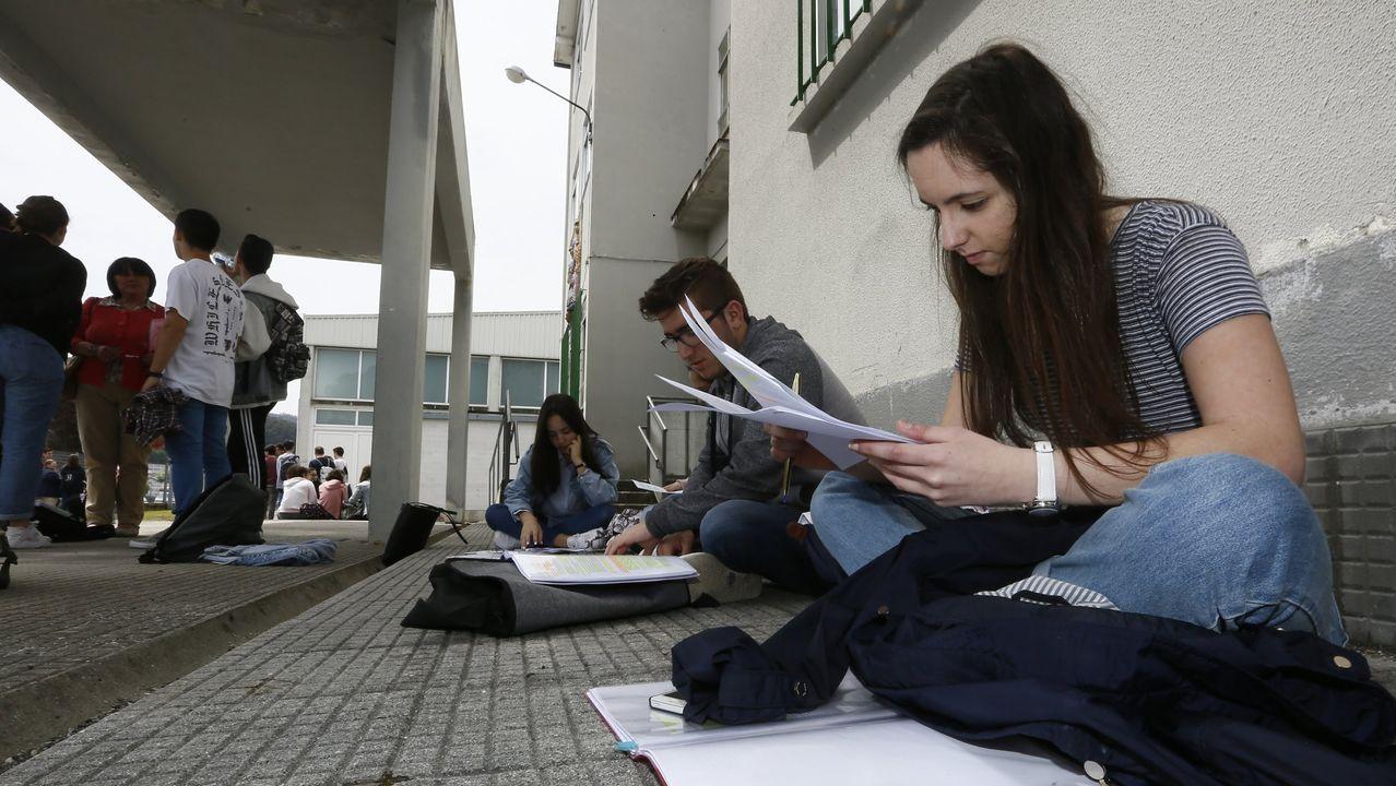 Imagen de alumnos de la selectividad en Viveiro, en la convocatoria de 2017