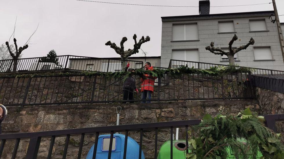 NAVIDAD EN CELANOVA.En A Veiga apuestan por un Nadal Enxebre para decorar sus calles