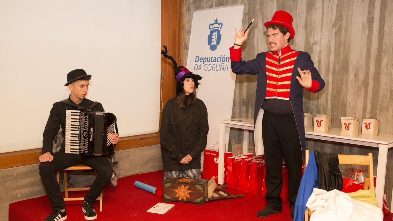 Eloy Mato, Tamara Lema y Yago Espasandin, en una representacion teatral