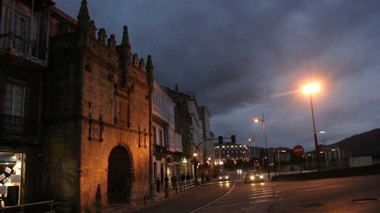 La habitual imagen nocturna de la Porta de Carlos V cambiará este sábado y este domingo