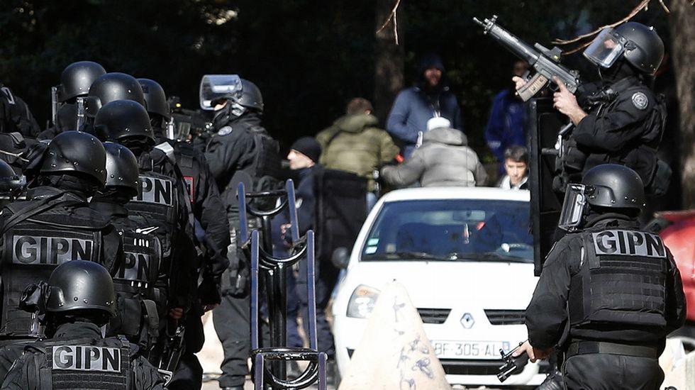 Agentes del GIPN aseguran el popular barrio marsellés de La Castellane