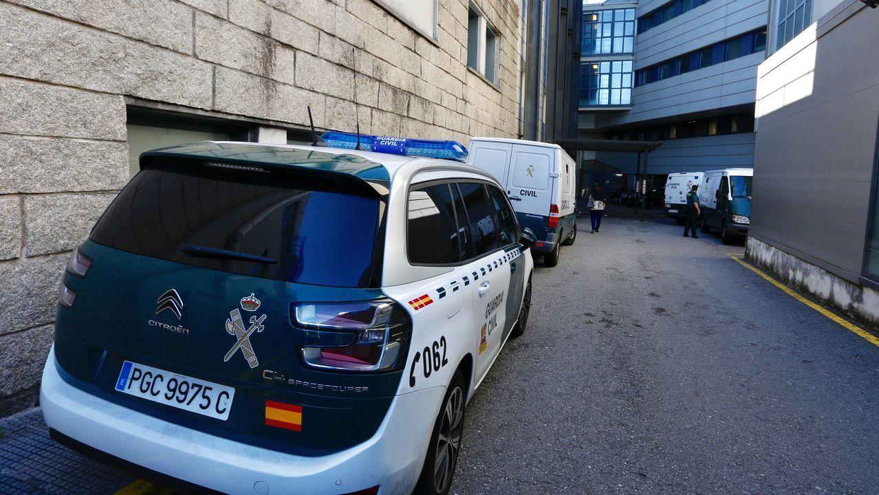 Furgones de la Guardia Civil para traslado de presos, esta semana en las urgencias del Hospital Montecelo de Pontevedra