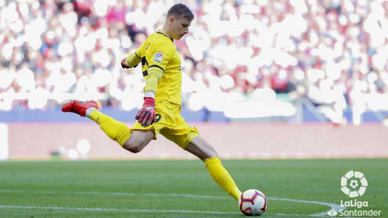 david villa.Andriy Lunin golpea un balón en un Atlético de Madrid-Leganés