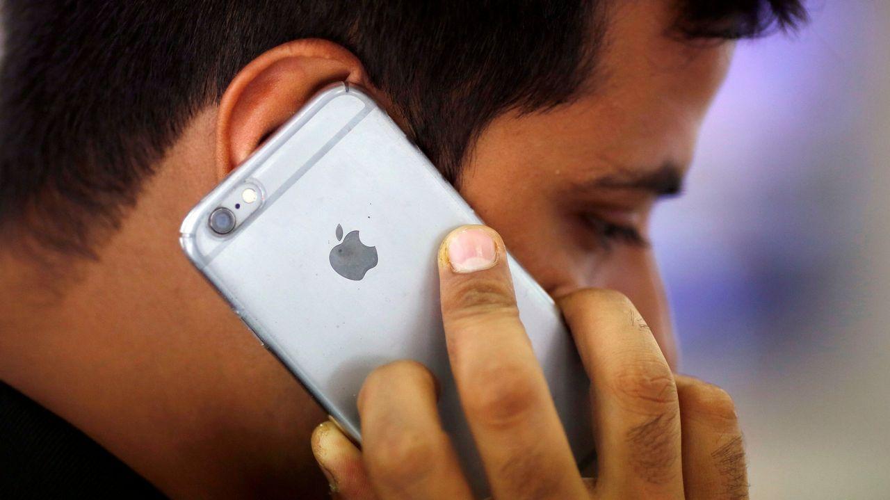 Apple admite que ralentiza iPhones antiguos a propósito.La puesta a la venta del nuevo dispositivo de Apple, el iPhone X, ha provocado colas y ha generado gran expectación en los 55 países donde se ha lanzado