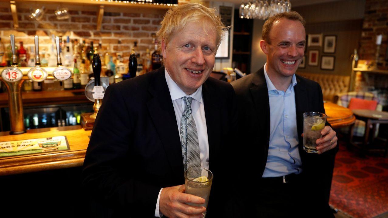 Carril de tren de Arcelor, en Veriña.El primer ministro de Reino Unido, Boris Johnson, junto a su recién designado ministro de Exteriores, Dominic Raab, ambos defensores de salir cuanto antes de la Unión Europea