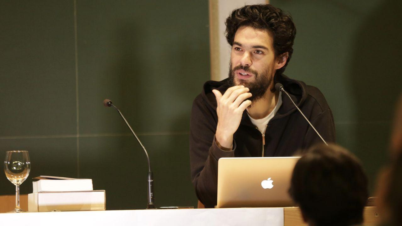 El cineasta Gonzalo Suárez posa durante la entrevista concedida este jueves en Madrid a la Agencia Efe, en la que habla sobre  La musa intrusa , un libro que combina autobiografía y ficción, de inspiración hamletiana.