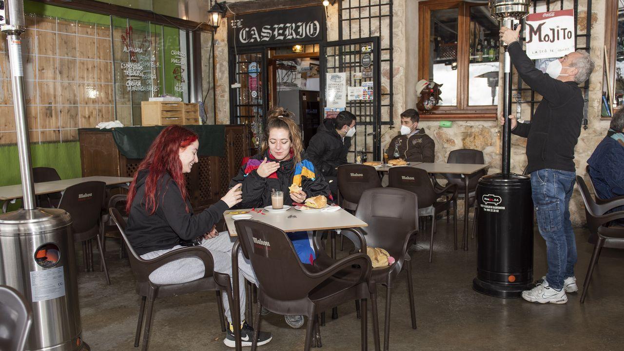Un bar en el casco histórico de Cuenca, donde la hostelería ha reabierto