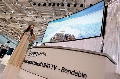La pantalla presentada por Samsung permite escoger entre formato plano o curvo.