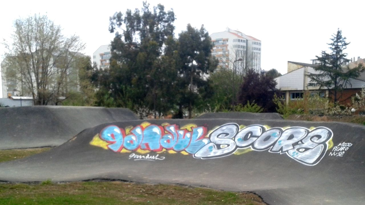 El graffiti hecho en una de las curvas del circuito del Polígono