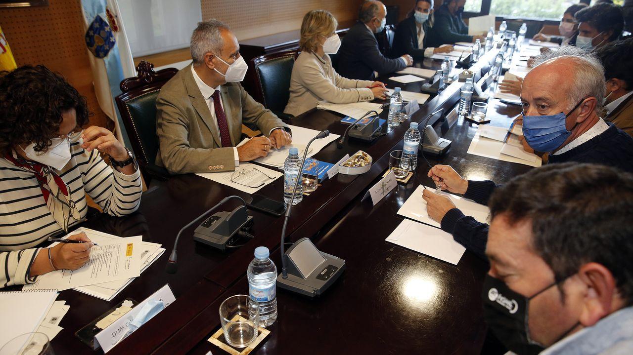 Gonzalo Durán, a la derecha de la imagen, durante el consejo de administración