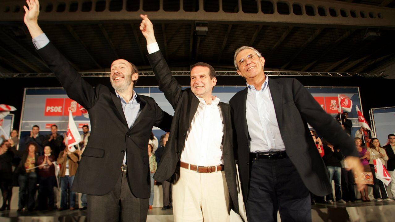 Rubalcaba en el 2007 en Vigo junto a Pérez Tourino y Abel Caballero, candidato socialista a las municipales en Vigo
