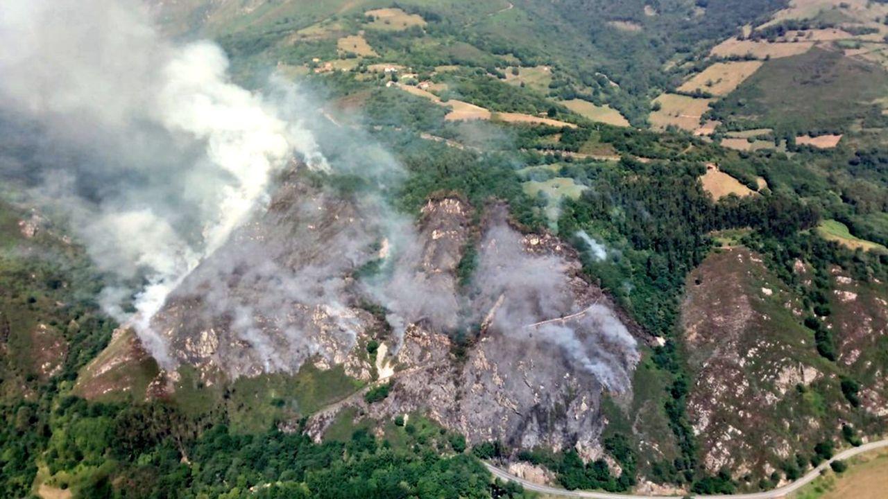 Imagen del incendio en Belmonte de Miranda