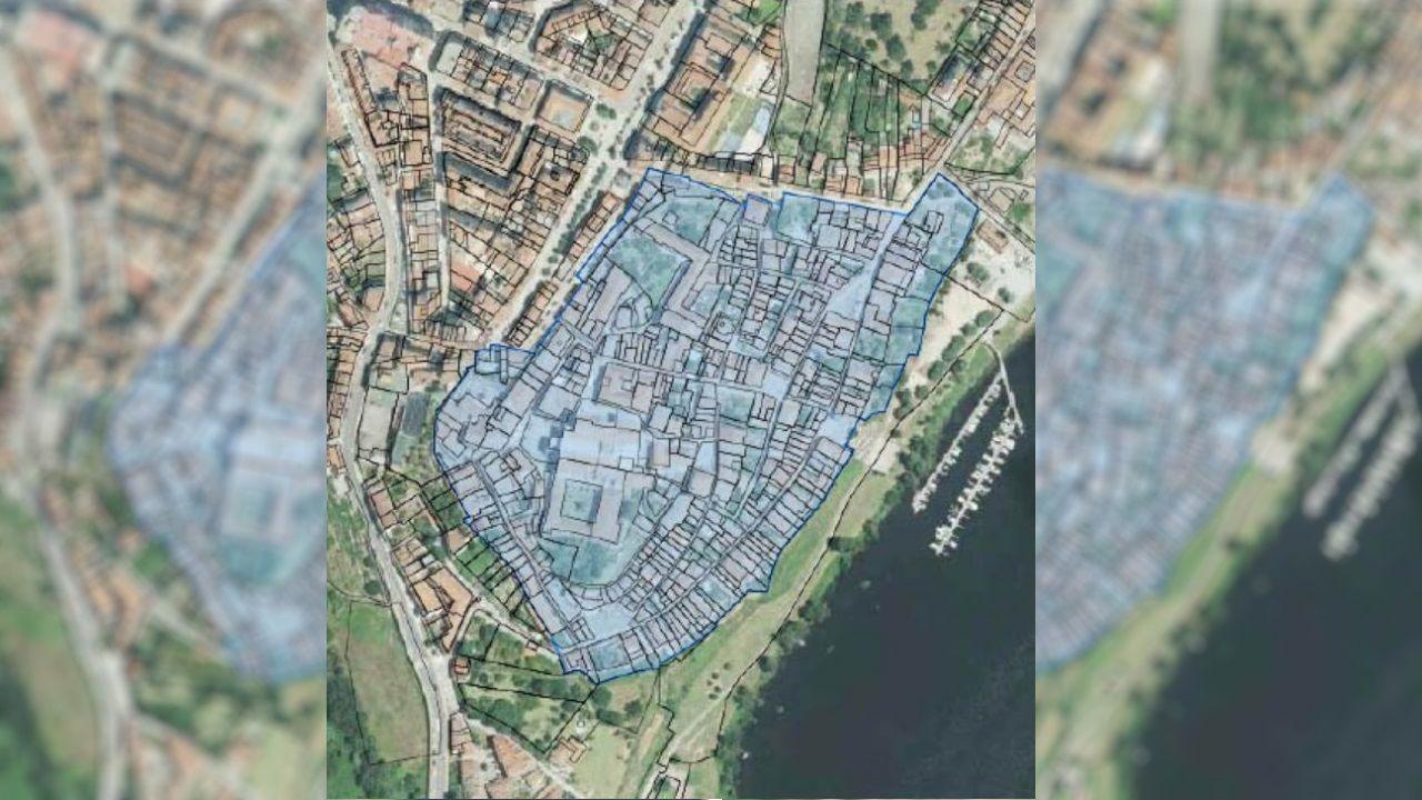 En azul, las zonas incluidas en la adquisición de inmuebles en el casco histórico de Tui