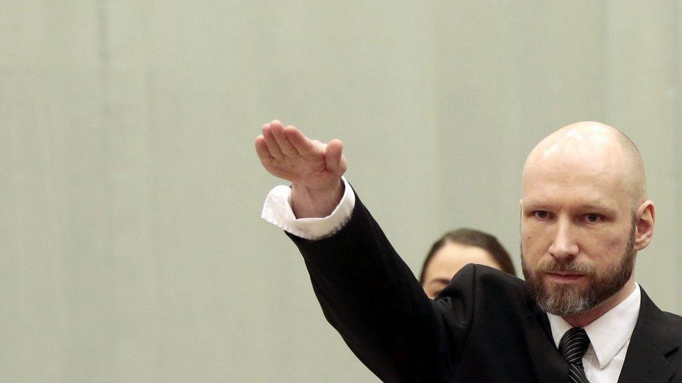 Breivik vuelve a abrir el juicio con un saludo nazi.La periodista, durante su último cumpleaños, el pasado 10 de octubre
