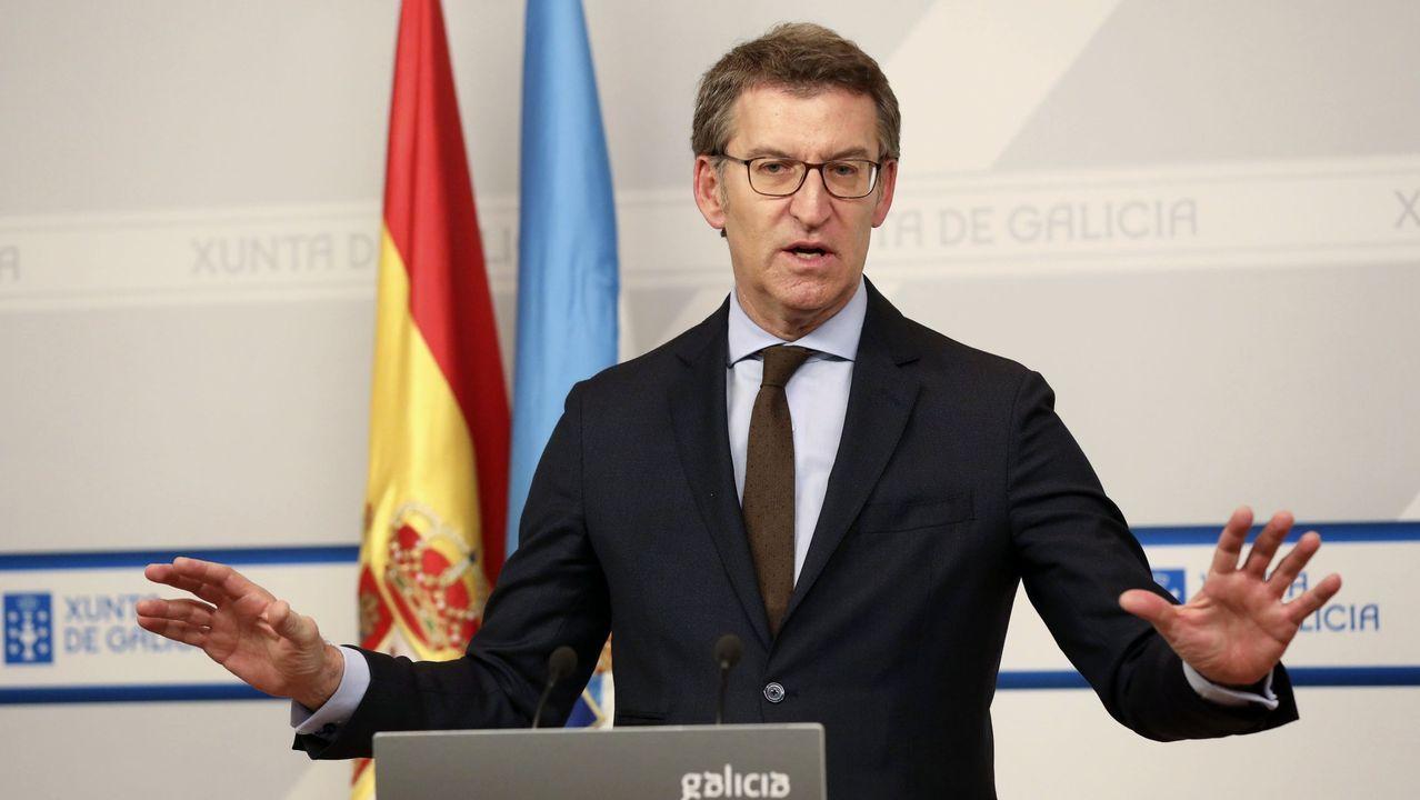 Feijoo anuncia la convocatoria de comicios en Galicia. Era por setembro , de Xabier Quiroga, primer libro pedido en préstamo tras el estado de alarma en la Biblioteca González Garcés de A Coruña