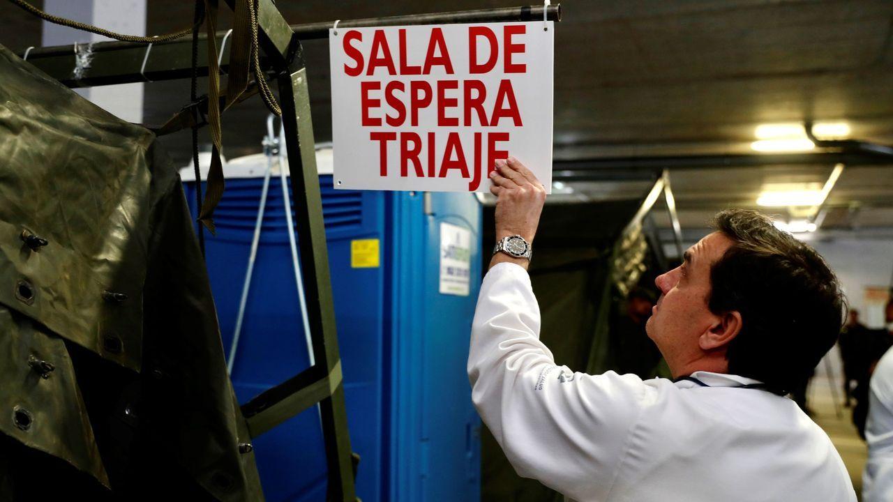 Personal sanitario este miércoles en el Hospital Universitario Central de Asturias (HUCA), en el aparcamiento subterráneo donde se ha montado un hospital de campaña