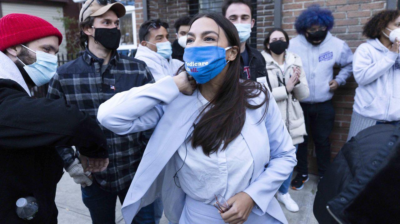 La joven política demócrata Alexandria Ocasio-Cortez, que ha revalidado su escaño en la Cámara de Representantes