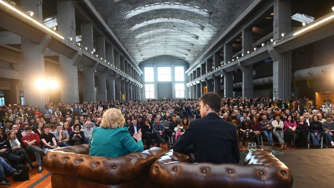 La oposición cuestiona los resultados del CIS.La alcaldesa de Madrid, Manuela Carmena, e Íñigo Errejón celebran el primer acto público juntos de Más Madrid