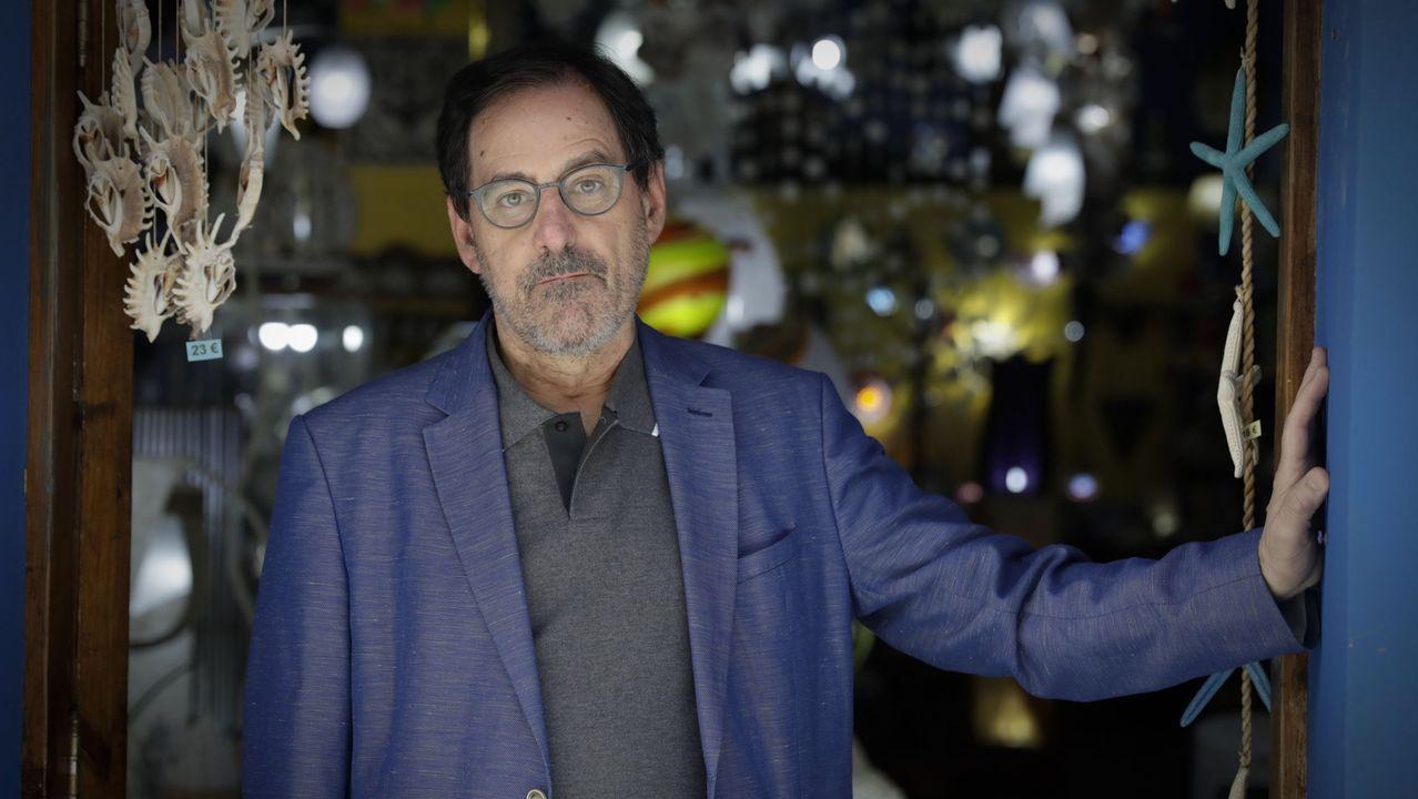 Sí a las mascarillas.Adolfo López, presidente de la Asociación Comercial y Empresarial Ciudad Vieja