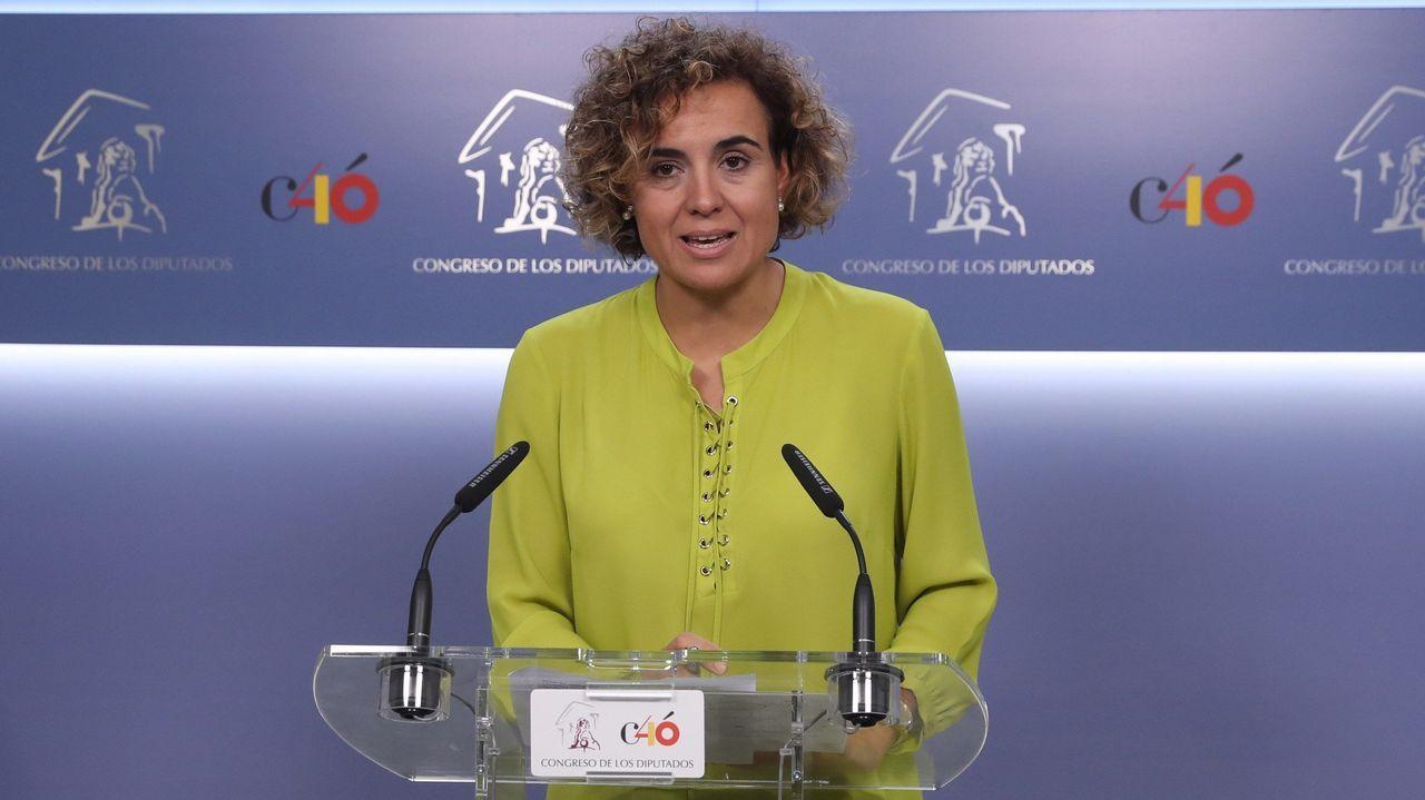 Dolors Montserrat se lía al denunciar la descoordinación del Gobierno.Catorce tripulantes y doce rescatados navegan en el pesquero español