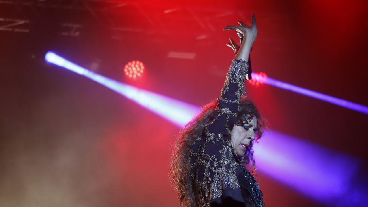¡Mira las imágenes del concierto de Rosario Flores en Ribeira!