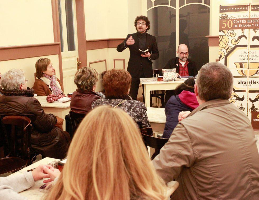 En Madarro se presentó un libro sobre 50 cafés históricos.