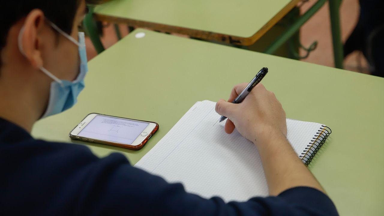 Regreso a las aulas en Ribeira.Regreso a las aulas en el instituto Virxe do Mar de Noia