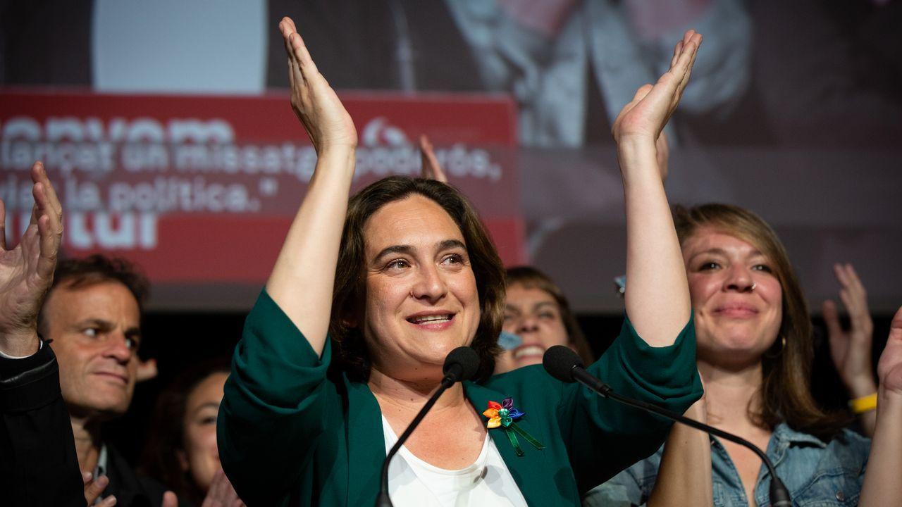 Iglesias: «En cada lugar al que llegaba durante la campaña tenía que preguntar '¿Cómo nos llamamos aquí?'».La alcaldesa de Barcelona, Ada Colau