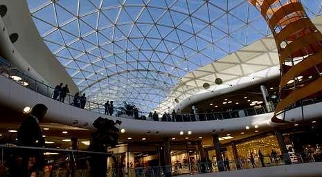 Ikea «se ríe» de Apple.La cubierta principal de Marineda City dispone de una superficie de 3.500 metros cuadrados de vidrio.