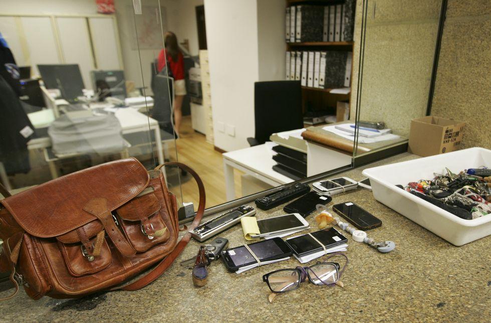 iPhone 7.Algunos de los objetos perdidos sin reclamar en la Policía Local de Santiago.