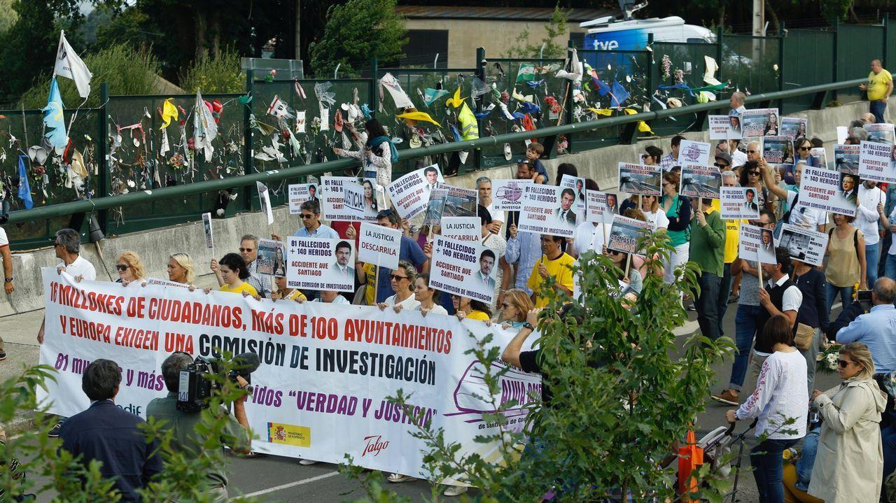 Así fue el momento en el que descarriló el Alvia en Angrois.Protesta de la plataforma de víctimas del Alvia en Angrois