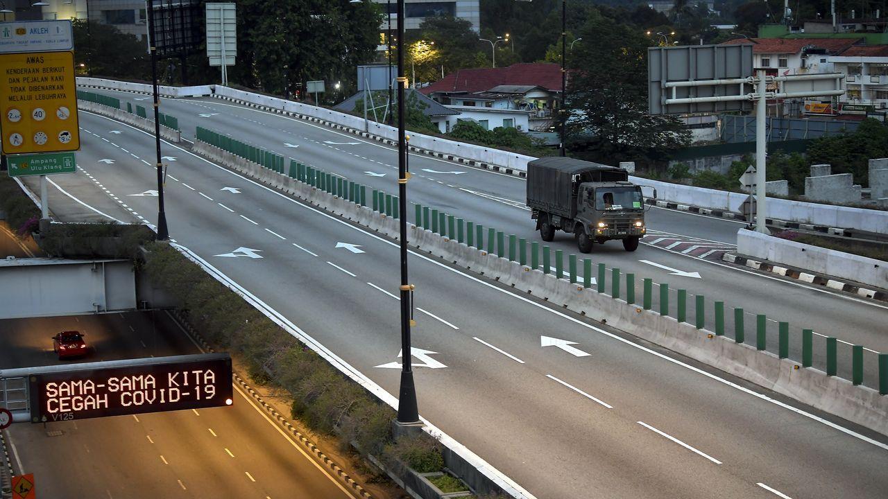 Carreteras vacías en Kuala Lumpur, Malasia.