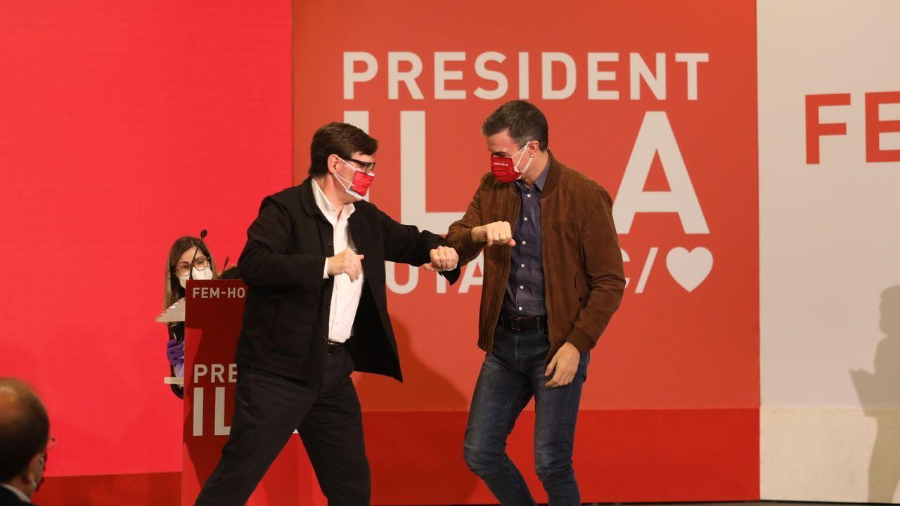 Salvador Illa y Pedro Sánchez, este sábado en un acto de campaña.El candidato del PSC, Salvador Illa, en un mitin celebrado este domingo en Gerona.