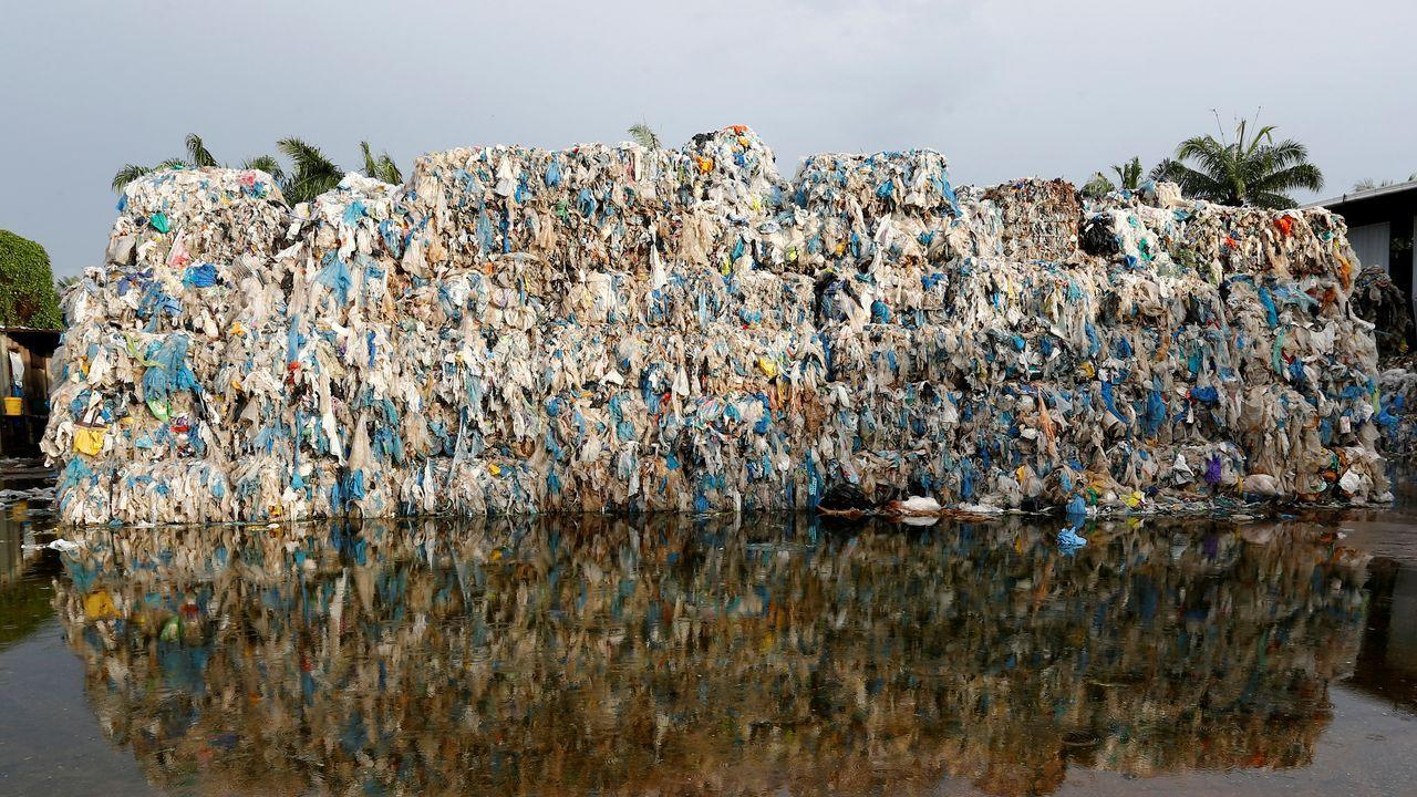 Plásticos almacenados en una planta de reciclaje ilegal en Jenjarom, en el distrito de Kuala Langat, Malaysia