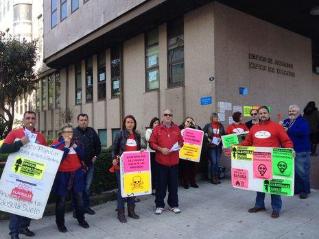 Protesta ante los juzgados de afectados de la plataforma contra los abusos bancarios