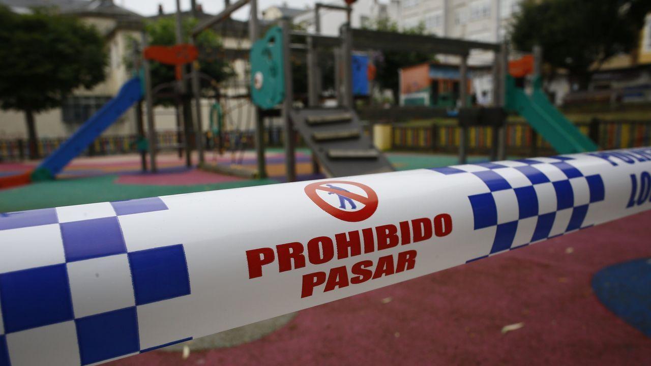 Uno de los parques infantiles precintado en Burela