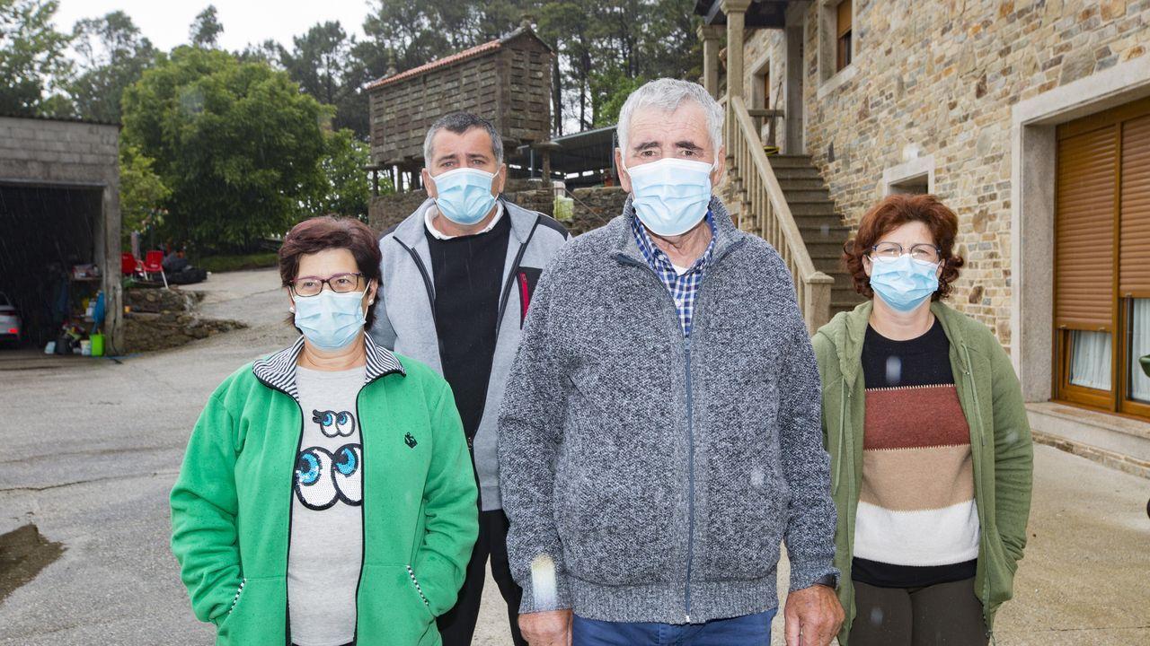 La ingresada es la hija de Basilisa Canosa (a la izquierda), también contagiada, al igual que sus vecinos