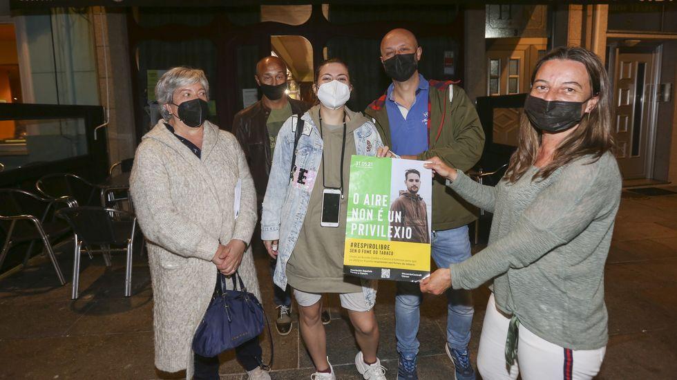 Las autoridades en la nueva sede de la Asociación Española contra el Cáncer en Lugo