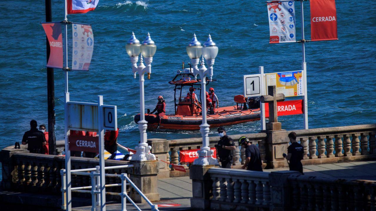 Efectivos de Salvamento Marítimo participan en labores de rescate de un bañista en Gijón