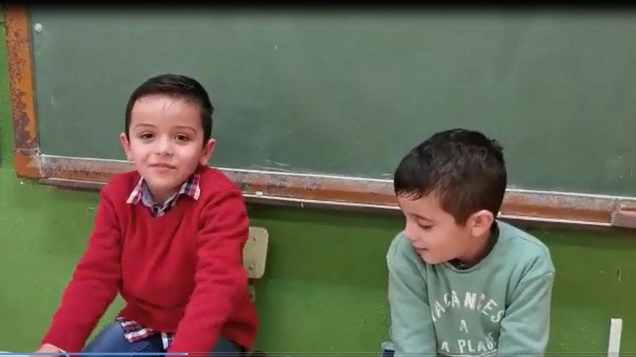 El matadero de A Pereira en el 2021.Daniel Carreira y Mateo Lema, alumnos de infantil del colegio de A Picota