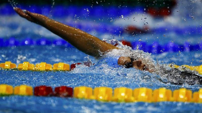 Belmonte deslumbra en Doha.Mireia Belmonte (izquierda), en el podio.
