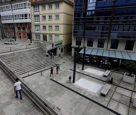 Sobre el antiguo dédalo de calles malditas se levanta hoy una plaza y la terraza de O?Delito.