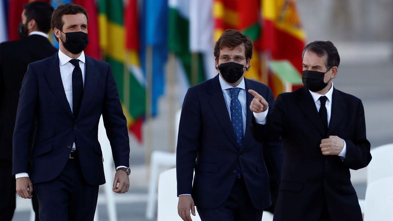 El presidente del Partido Popular, Pablo Casado, acompañado del alcalde de Madrid, José Luis Martínez-Almeida, y el presidente de la FEMP, Abel Caballero