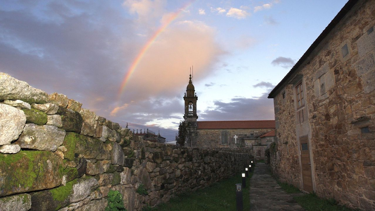 La monumental obra de Christo.Beatriz Pérez, en una imagen tomada en la presentación de una exposición de sus obras en la galería Sargadelos de Monforte