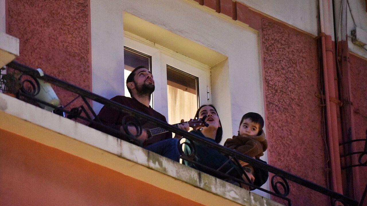 Concierto frente al coronavirusla coruñesa calle Pontejos.Cristina Enjo, enfermera de uci