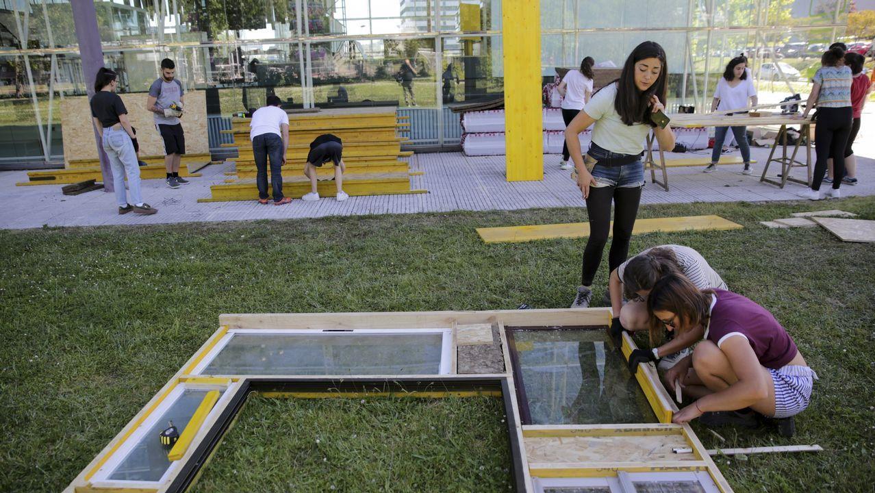 Voluntarios trabajando en el proyecto Aula Libre
